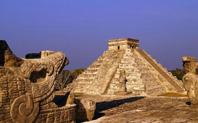 Пирамида-Кукулькан-в-Чичен-Ице.-Самая-популярная-достопримечательность-Мексики