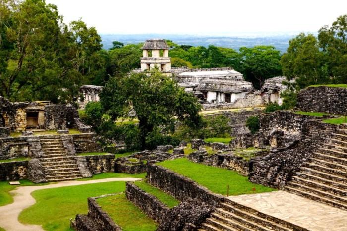 Утопающий-в-зелени-бывший-город-цивилизации-майя-Паленке-штат-Чиапас-1024x681